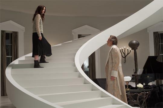 Sube, sube, que con esa falda tan larga que me llevas desde aquí no veo nada...